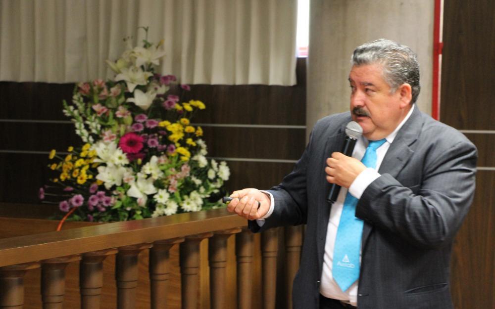 Médico veterinario Rodrigo Salamanca Camacho